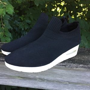 DKNY Angie Fabric Low Top Slip On Fashion Sneakers